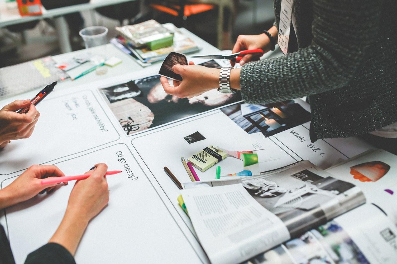 Różnice między grafikami a klientami