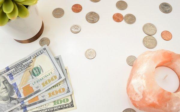 Rozliczenie pracy zdalnej: kwota brutto i kwota netto – jaką wartość podać klientowi?