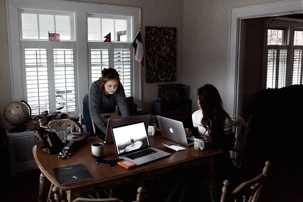 Jak zacząć pracować z domu: niżki na narzędzia dla freelancerów i samozatrudnionych: praca w zespole
