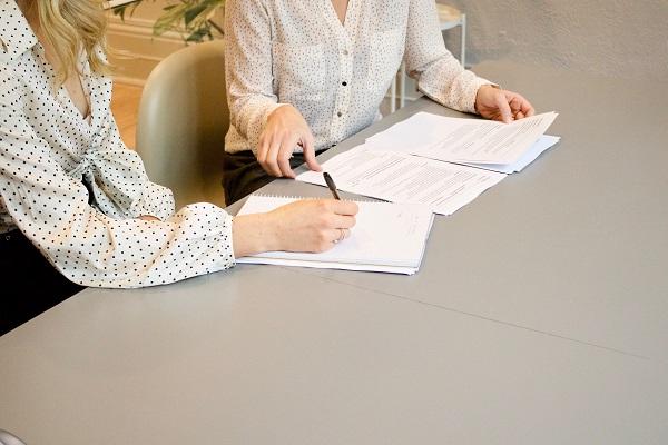 Finanoswe mity freelancera: umowa