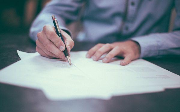 Umowy i faktury: 4 mity, które szkodzą freelancerom